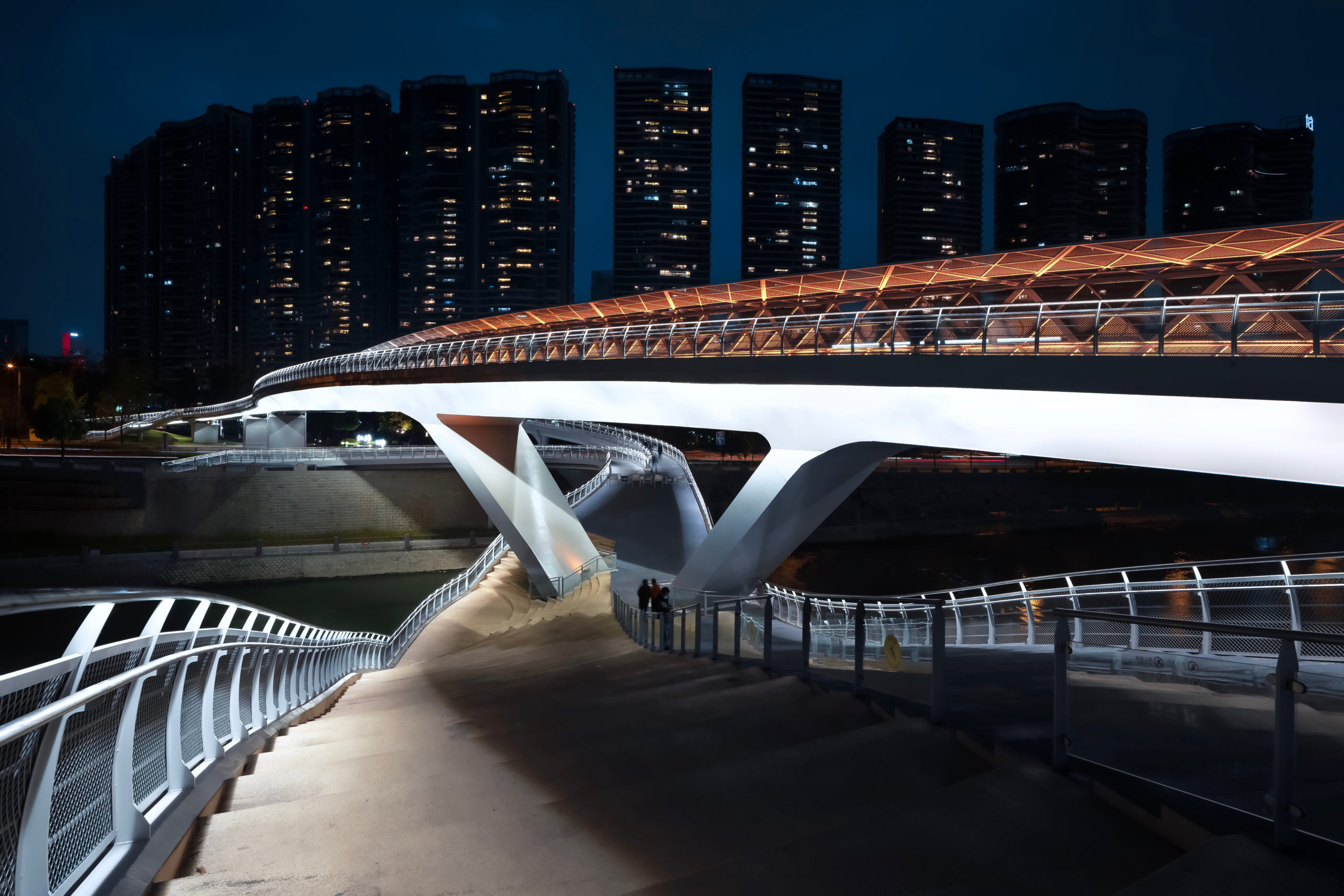 五岔子大橋 Wuchazi Bridge Night View showing the Stairs