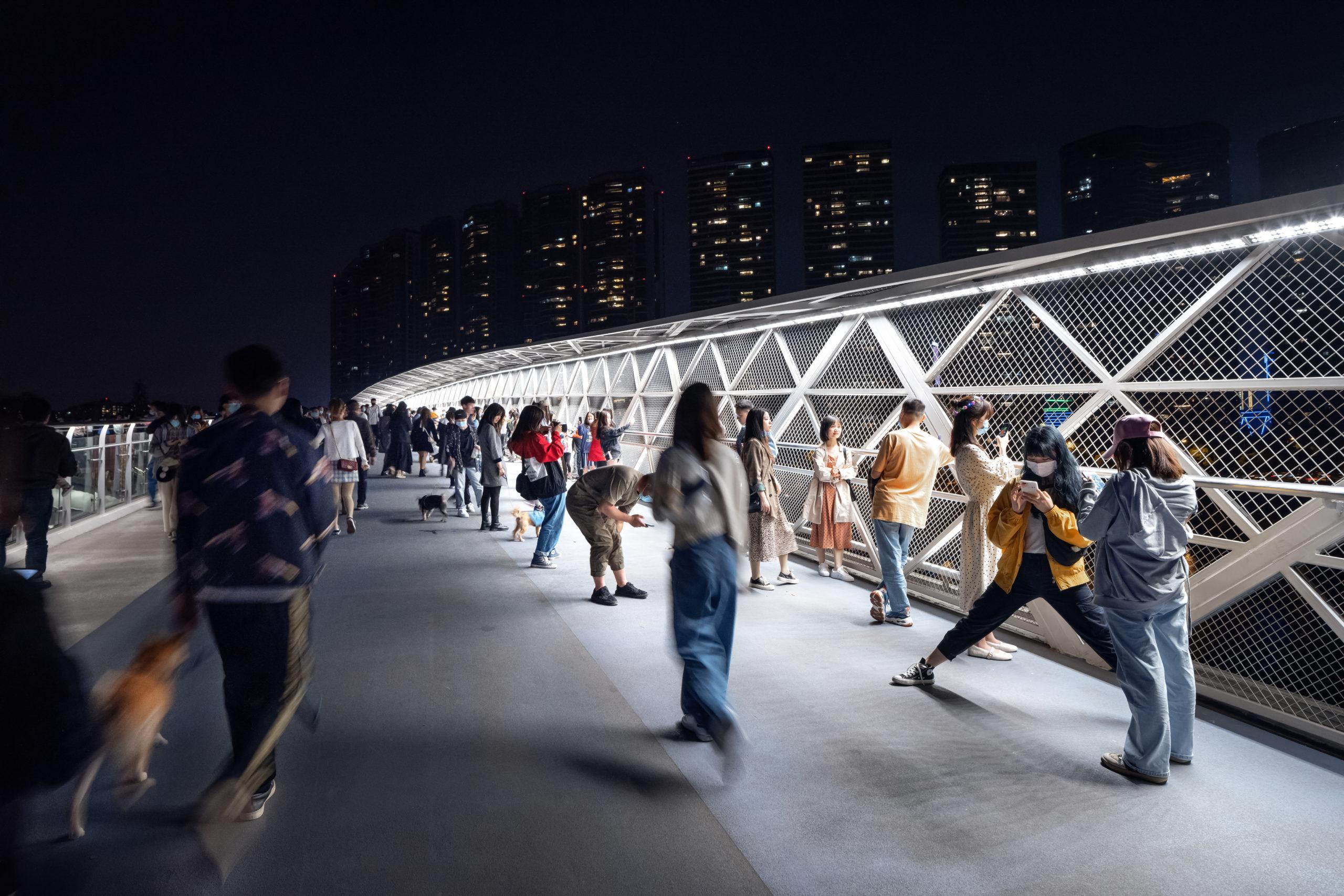 五岔子大橋 Wuchazi Bridge night view showing people on the bridge