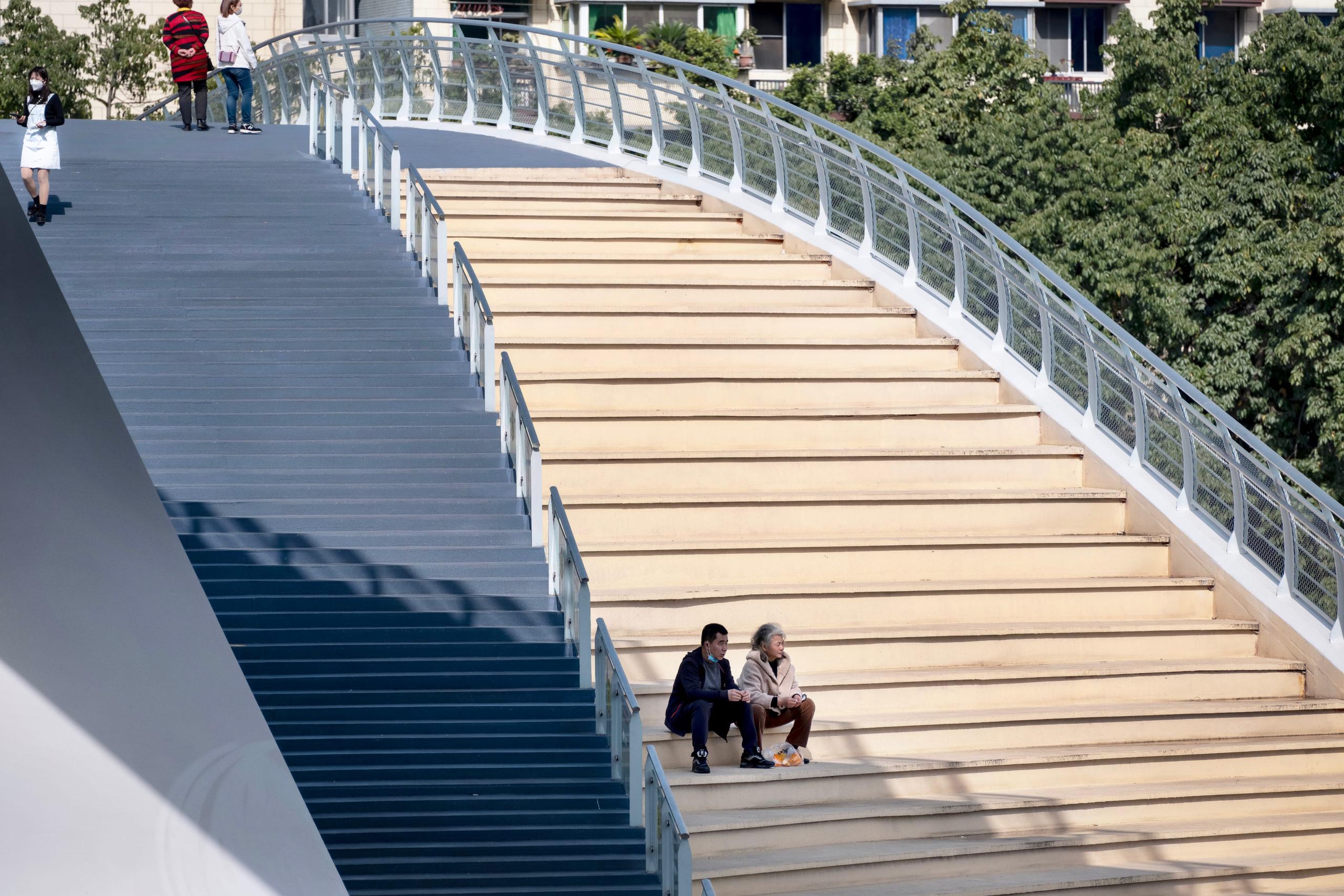 五岔子大橋 Wuchazi Bridge day view showing people on the stairs